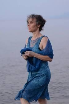 Carla-van-Belle-Vilt-indigo-dye-indigo-verven-vilten-vilten-op-zijde-jurk-vilten-Cypriotic-Dress
