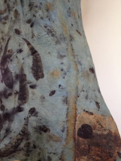 Carla-van-Belle-Vilt-tuniek-Tunic-Felt-Ecoprint-indigo-dye-indigo-verven