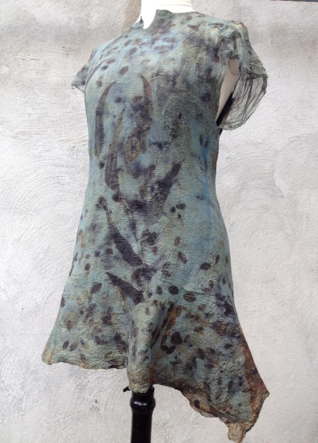 Carla-van-Belle-Vilt-tuniek-Felt-Tunic-EcoPrint-indigo-dye-verven